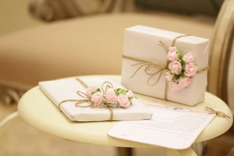 wedding gifts for moms