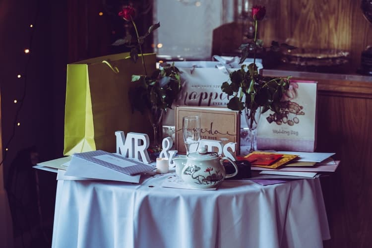 mr and mrs gift table