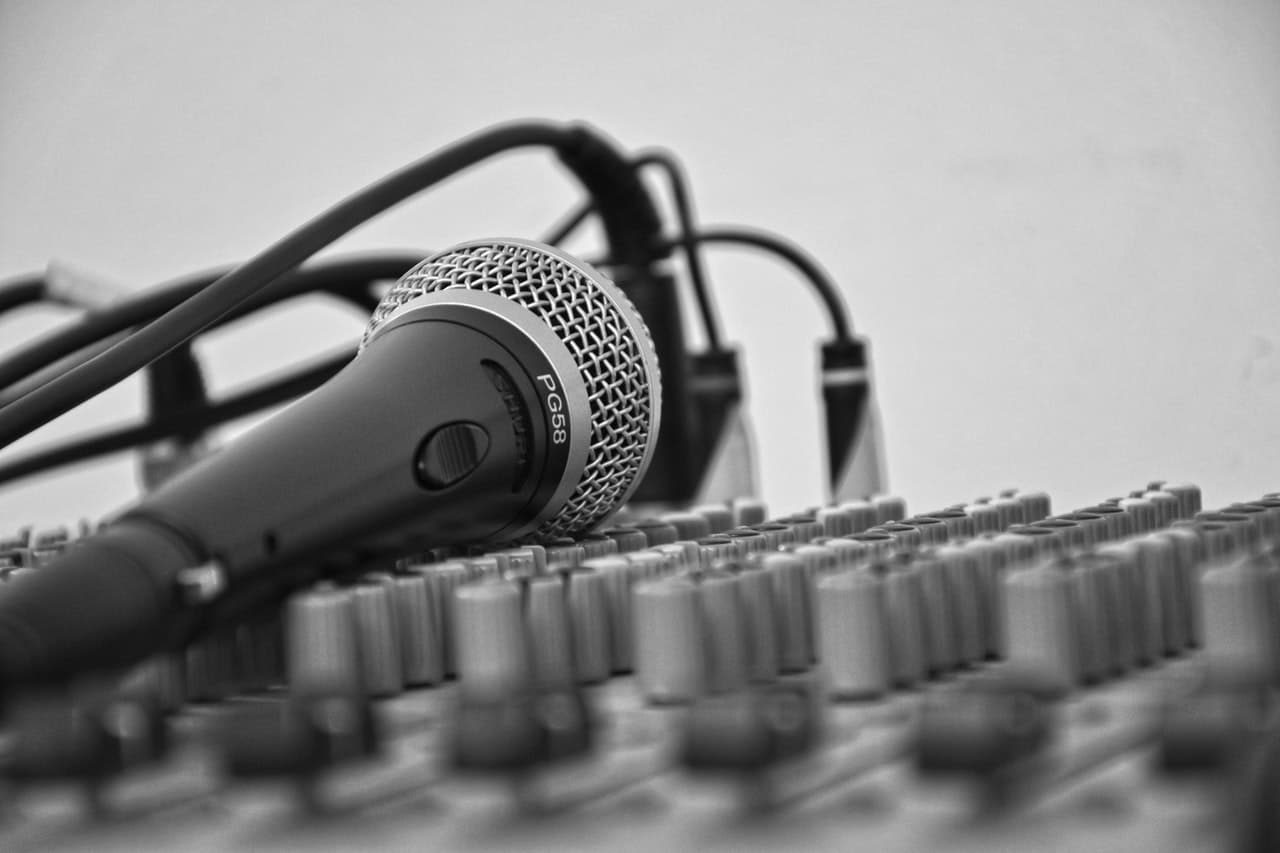 microphone on audio mixer