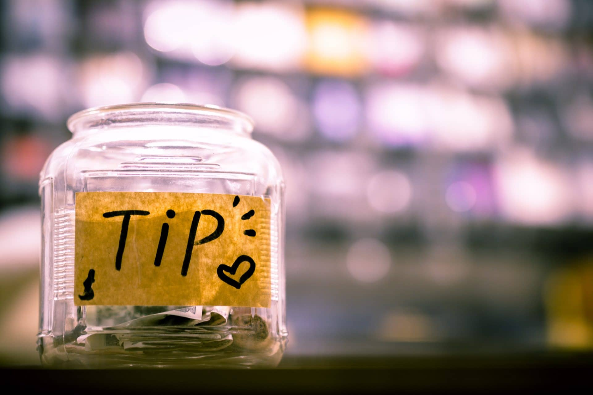 How Much To Tip Wedding Vendors: Complete Guide